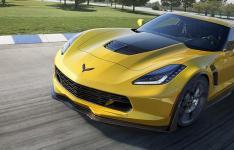 2022雪佛兰C8 Corvette Z06双涡轮增压V8履带式野兽