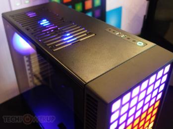 MetallicGear Neo Pro前面板类似于Apple Mac Pro奶酪刨丝器设计