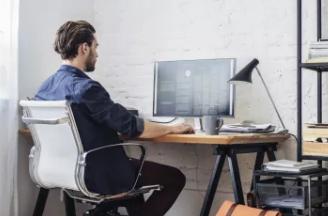 在家中工作时笔记本电脑与台式机哪种计算机更好