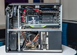 英特尔至强W-2295 CPU提供了18个计算核心内核