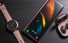 三星的Galaxy Z Fold 2可折叠手机内外均具有边缘屏幕