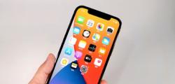 适用于拥有苹果iPhone 12系列设备且之前未安装iOS 14.2更新的用户