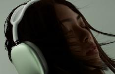 苹果正式发布了旗下首款头戴耳机产品 定名为AirPods Pro Max