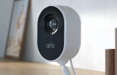 ArloEssential室内安全摄像头现已预售价格为100美元