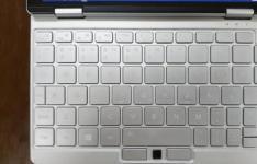 One Mix 3 笔记本电脑的键盘和手写笔评测